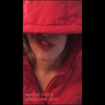 Dientes de Ajo: Gabardina Roja